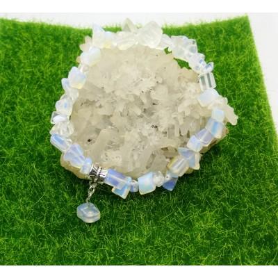 Гривна с лунен камък - камъка на новото начало
